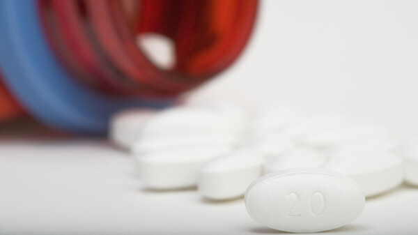 Atorvastatin, the generic form of Lipitor, can reduce the chances of heart attacks and strokes in people at risk. Side effects, such as muscle pain, are uncommon but should be part of the conversation about starting the medicines, a study concludes.