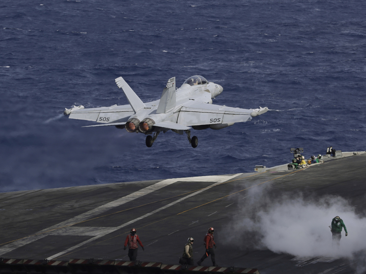 1 Of 2 Marines Rescued Off Japan Is Dead After Aircraft