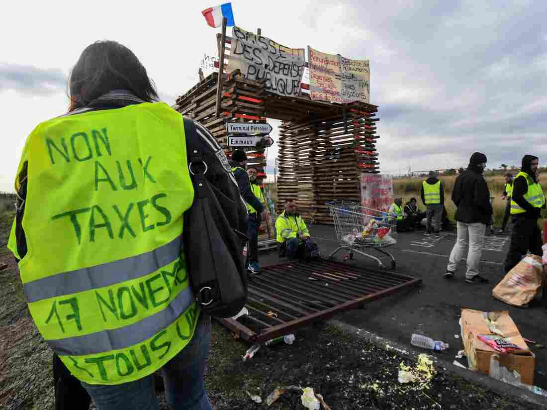 Yellow vests (Gilets jaunes) protesters block the road leading