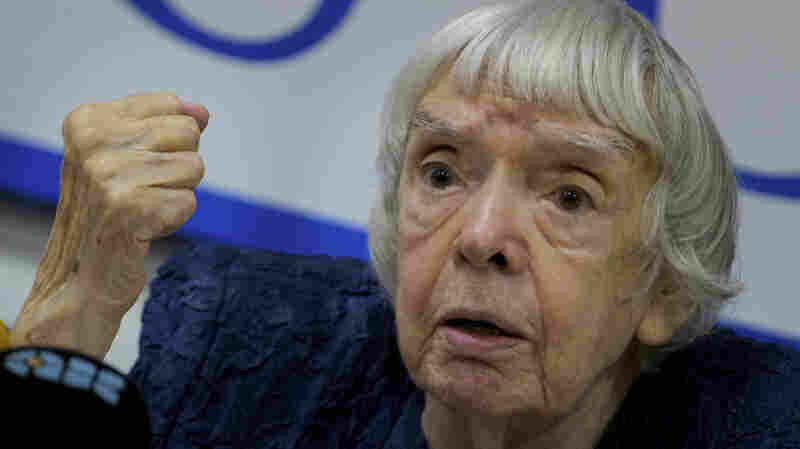 Russians Pay Last Respects To Human Rights Defender Lyudmila Alexeyeva