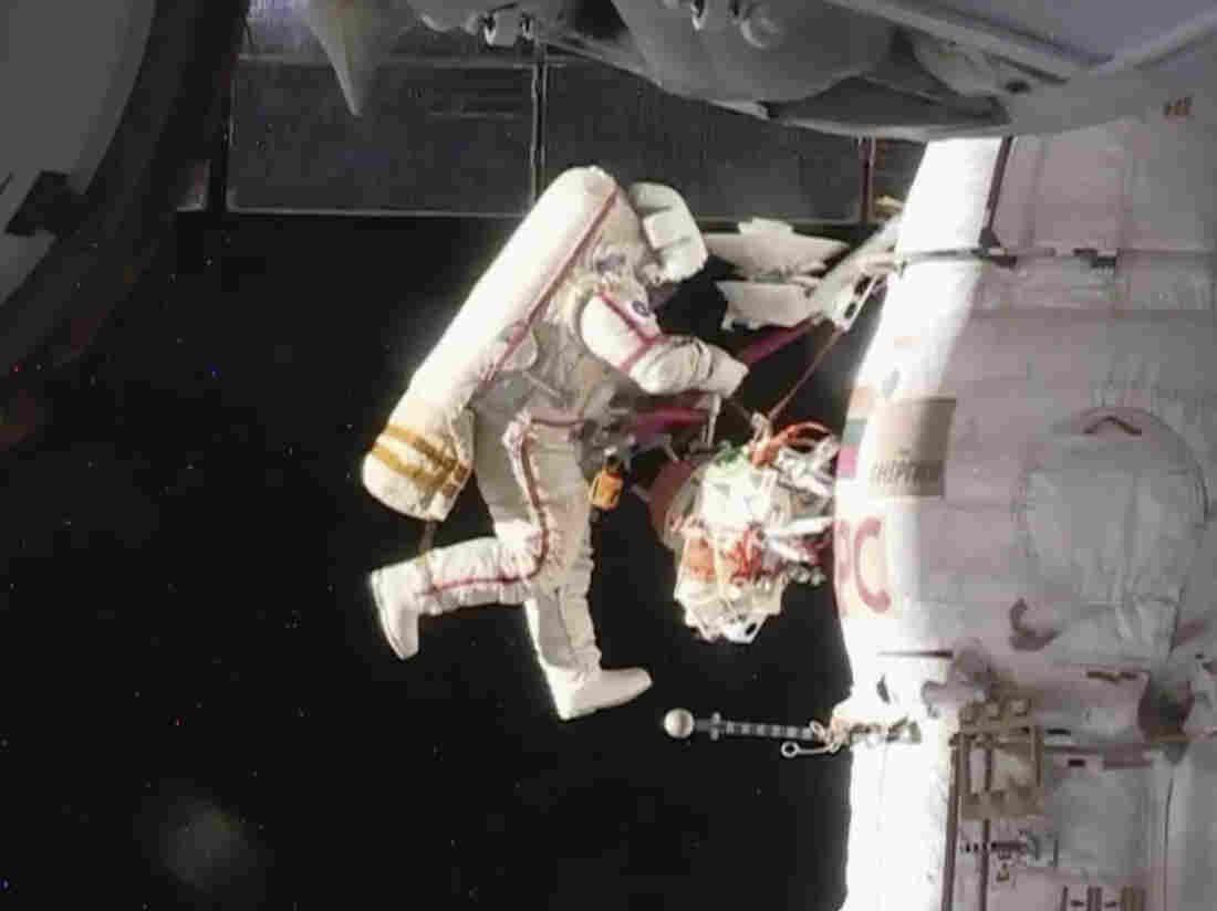 Spacewalkers succeed in finding mystery hole in capsule
