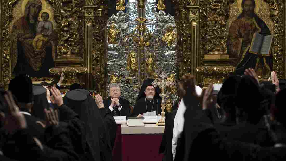 Ukraine Orthodox OKs break with Russian church