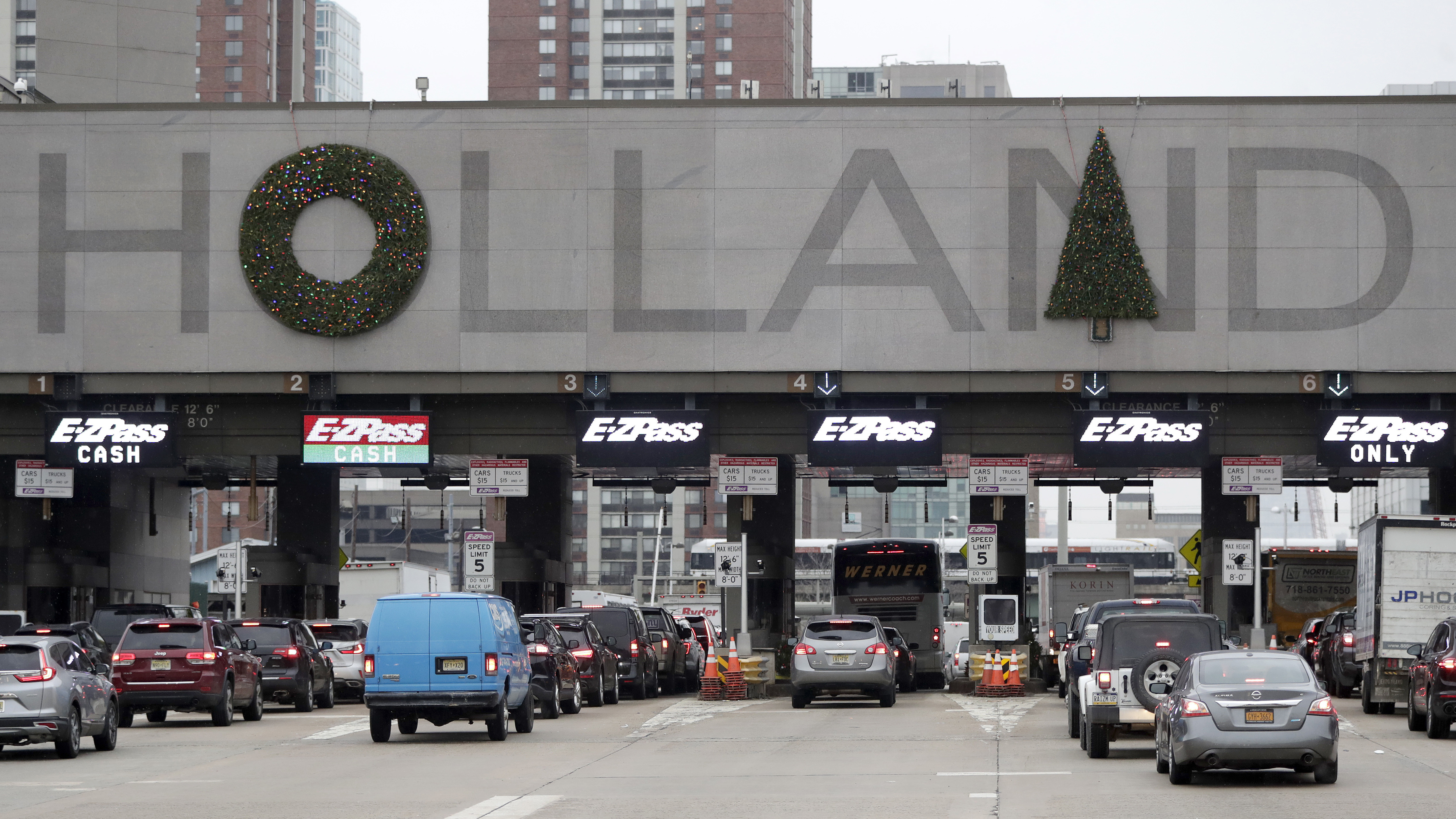 New York Motorists Vote To Shift Wreaths That Have Infuriated Them For Years