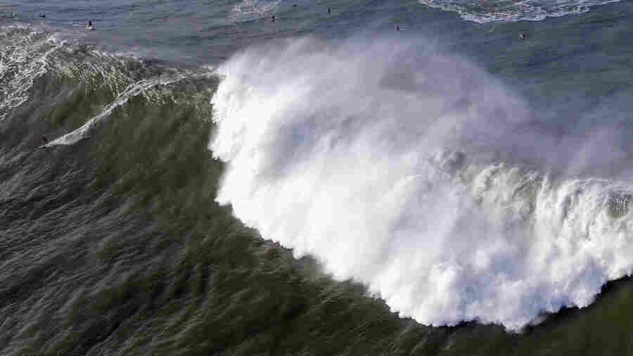 Giant, 'Extremely Dangerous' Waves Crash Into California Coast