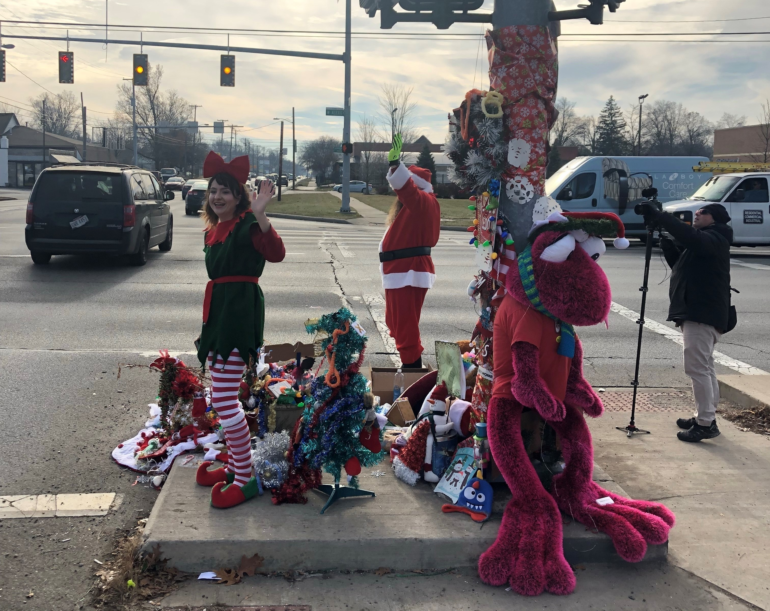 A Weed Grows In Toledo, And Residents Hang Their Christmas Hopes