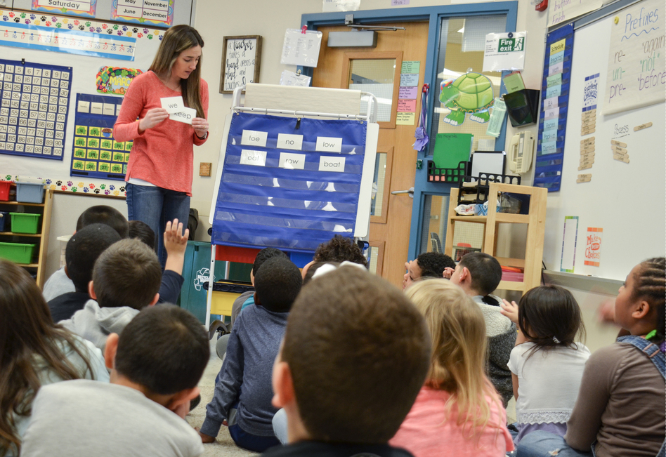 Cristina Scholl, first-grade teacher at Lincoln Elementary, uses a curriculum that mixes teacher-directed whole-class phonics lessons with small-group activities. (Emily Hanford/APM Reports)