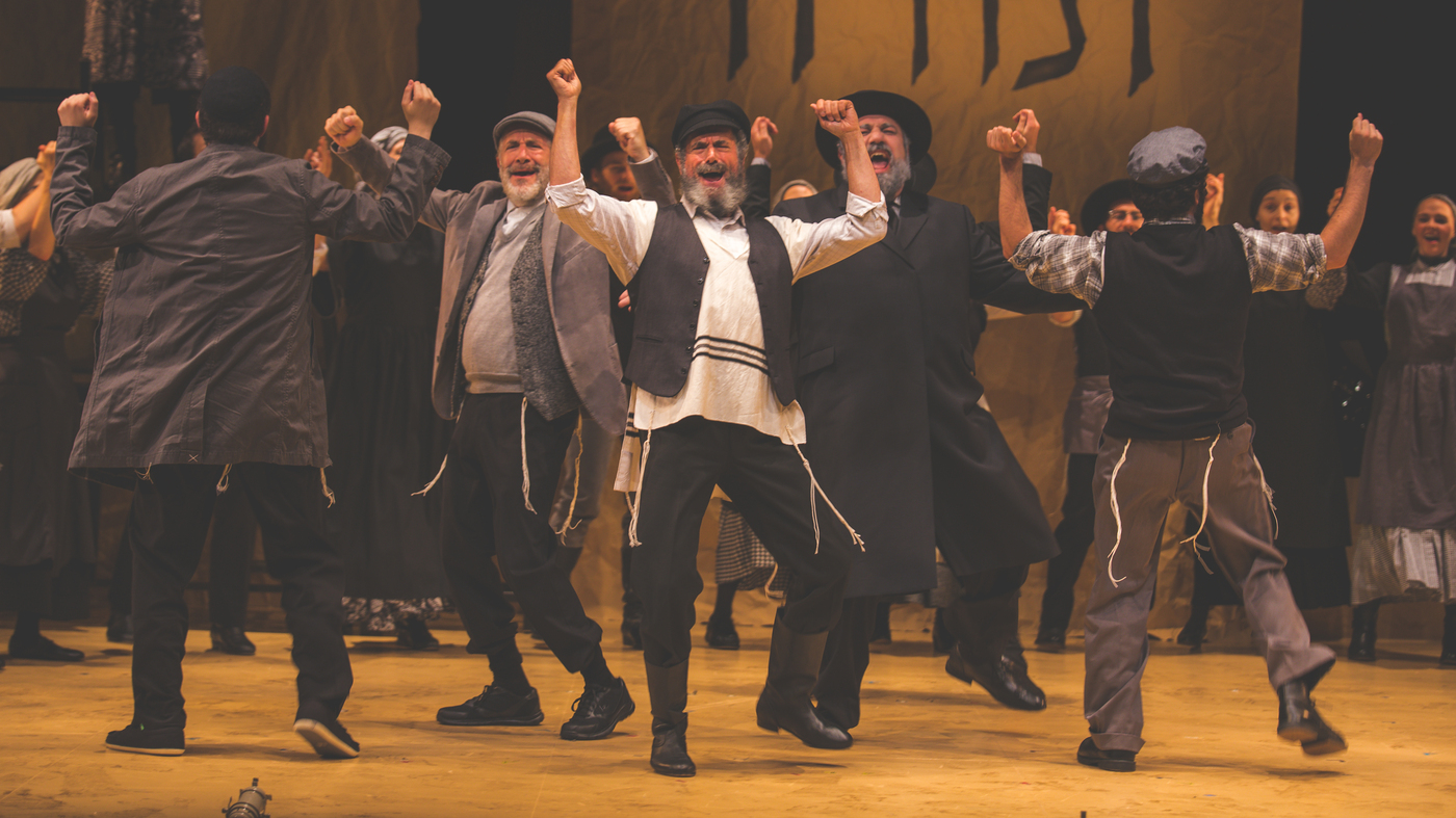 This Yente Found The Perfect Match Performing Fiddler On