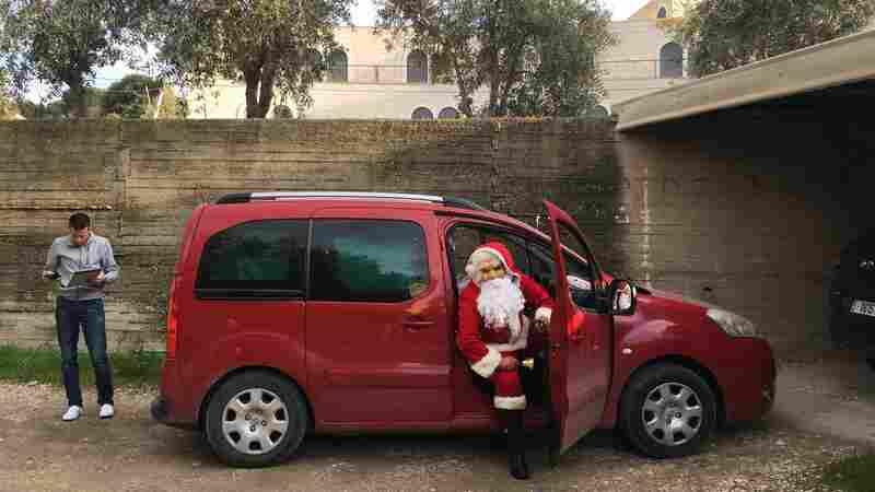 In Bethlehem, 'Baba Noel' Delivers Christmas Gifts To Palestinian Children