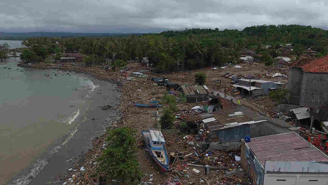 False alarms of more tsunamis wreak havoc on Indonesia