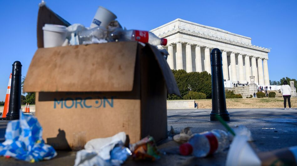 A box of trash overflows near the Lincoln Memorial in Washington, D.C., this week as some government services have been stopped during a partial government shutdown. (Andrew Caballero-Reynolds/AFP/Getty Images)