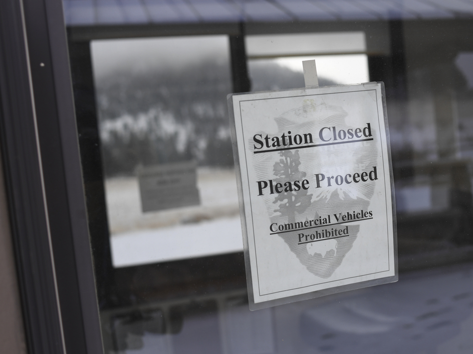 A pay station at Rocky Mountain National Park is closed on Thursday in Estes Park, Colo. Many parks remain open but unstaffed during the partial shutdown of the federal government. (RJ Sangosti/Denver Post via Getty Images)