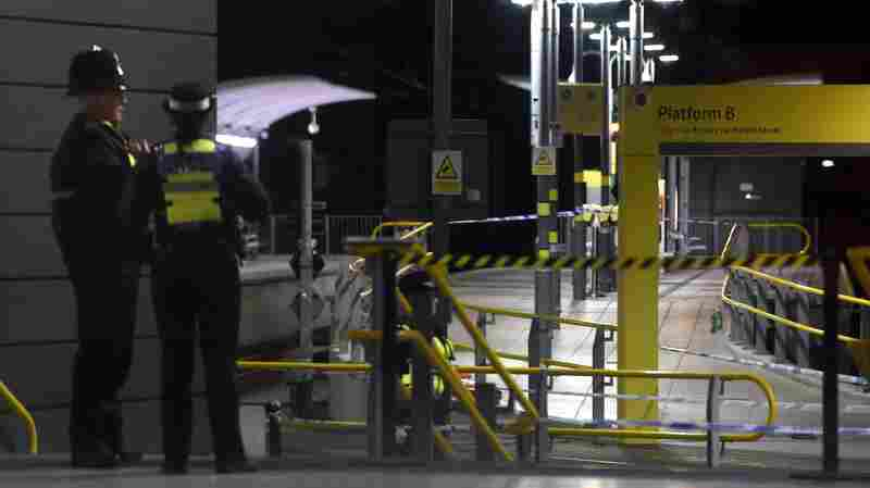 Police Treating Stabbing Of 3 At U.K. Train Station As Terrorism