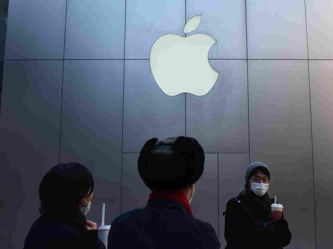 Apple cites China as it cuts forecast
