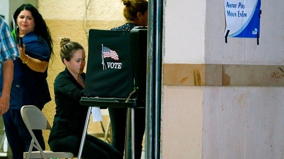 South Florida voters cast their vote late in the day at a busy polling center in Miami on Nov. 6, 2018. (Rhona Wise /AFP/Getty Images)