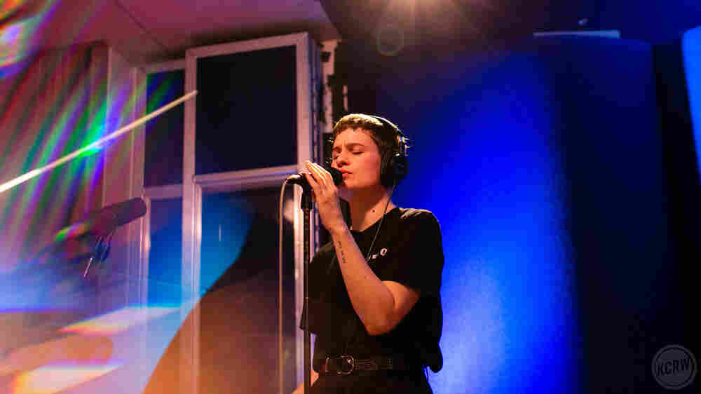 Watch Christine And The Queens Perform '5 Dollars' Live In The Studio
