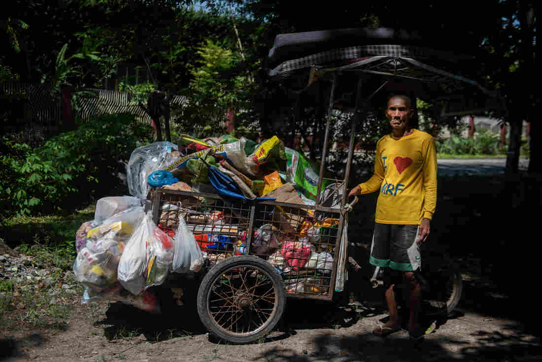 garbage-collector-San-Fernando-Philippines