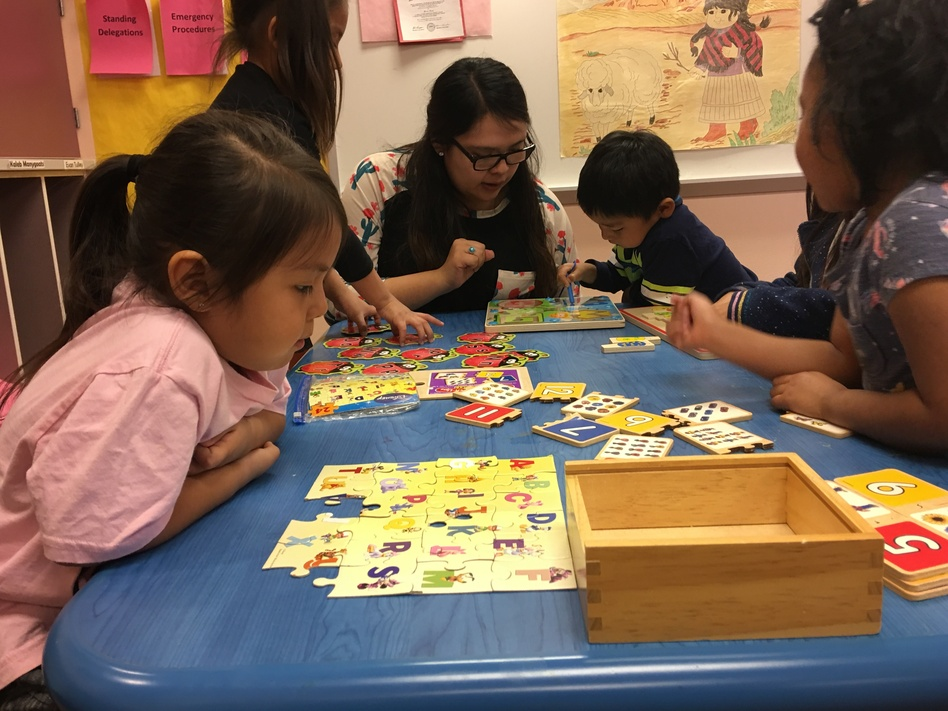 Teacher Shanelle Yazzie works with children at a Head Start facility on the Navajo Nation. Funds to keep the Head Start programs running are slow to reach these facilities during the federal government shutdown. (Laurel Morales/KJZZ)