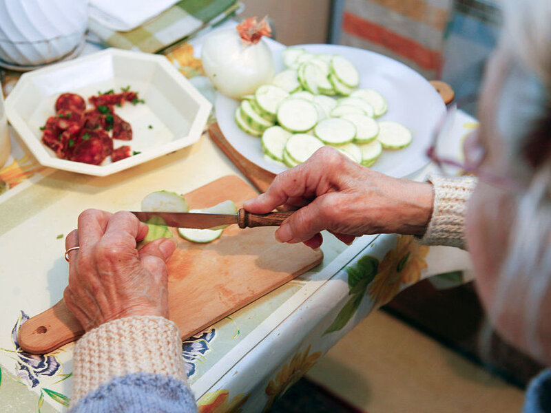 Doing household chores may boost brain health in the elderly