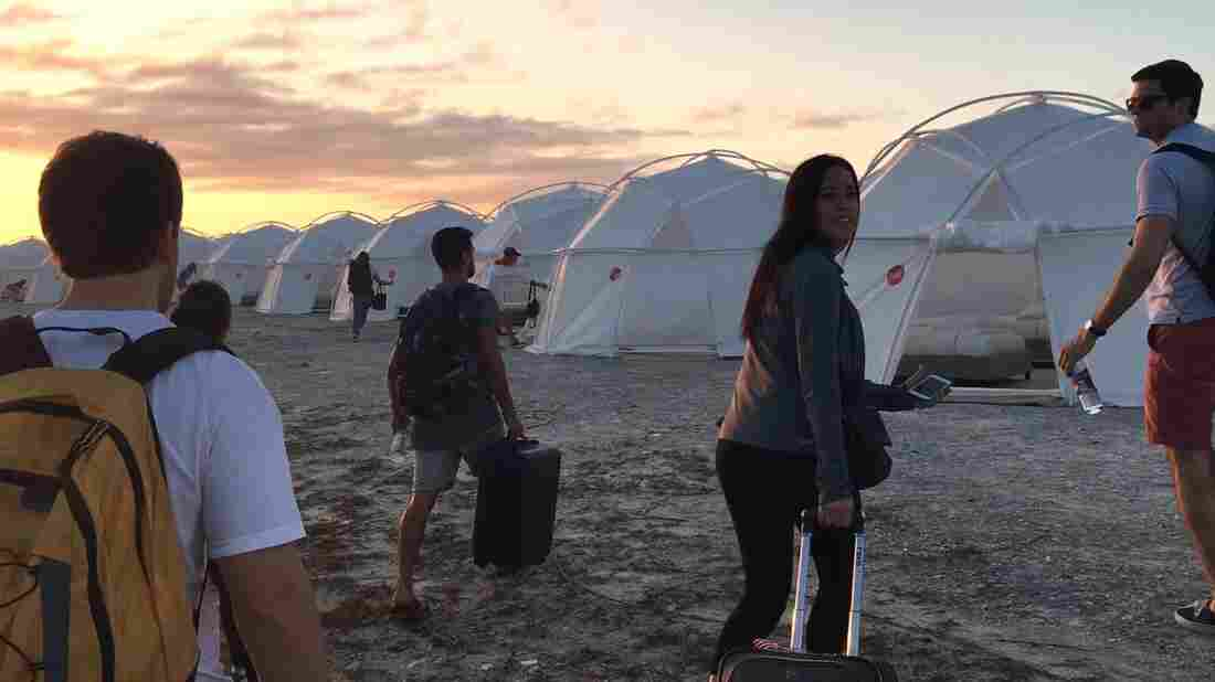 Fyre Festival: Fund for unpaid caterer hits £60k