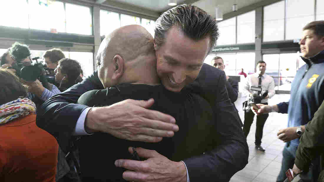 Newsom Meets With California TSA Agents, Pledges Support