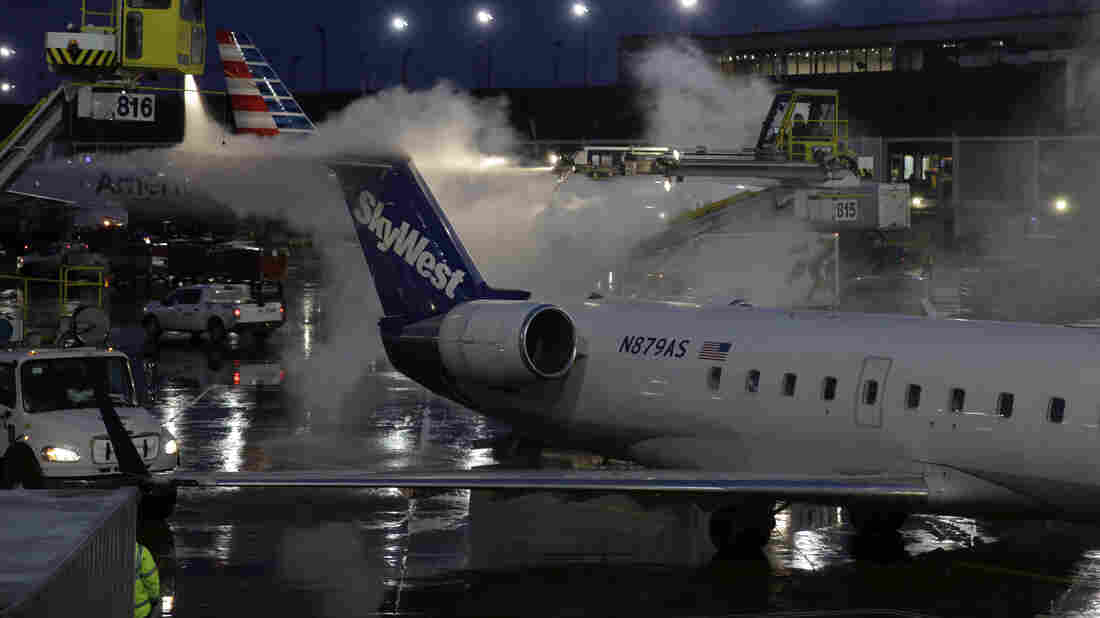 More than 1,000 flights canceled at Chicago airports