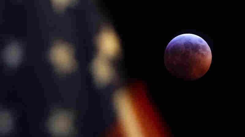 PHOTOS: Super 'Blood Moon' Wows