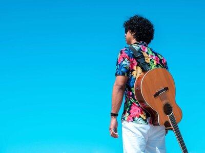 'Pequeño Poesias' Y Más: This Week In Latin Music