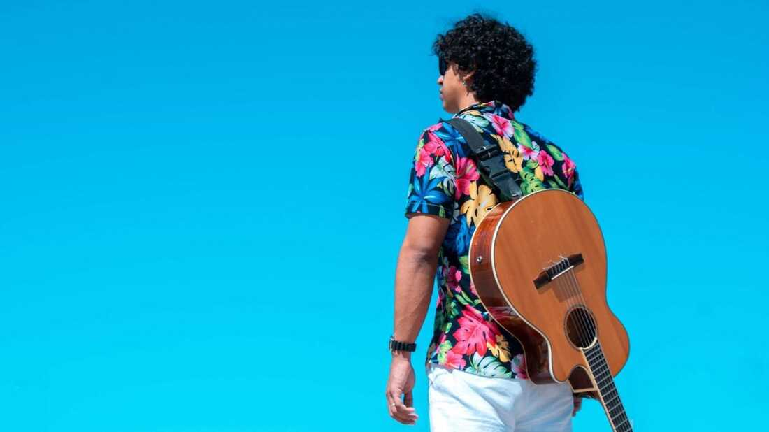 'Pequeñas Poesías' Y Más: This Week In Latin Music