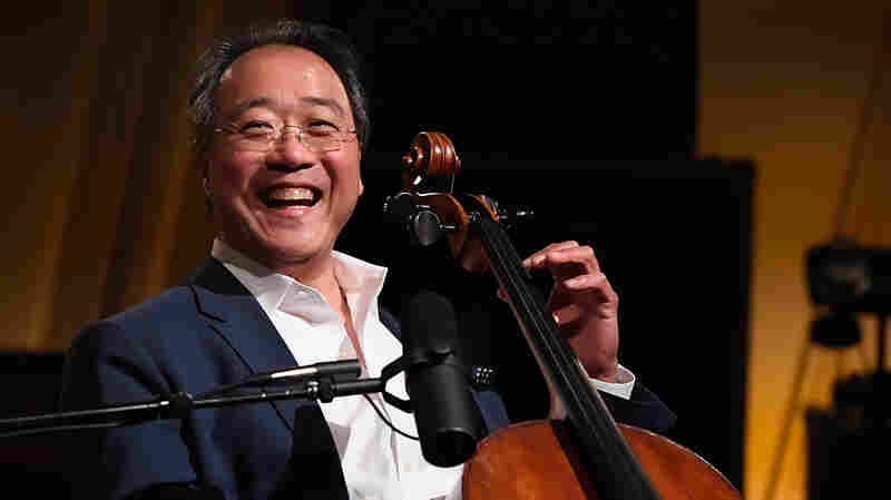 Yo-Yo Ma Surprises Bystanders In Mumbai With A Mini-Concert