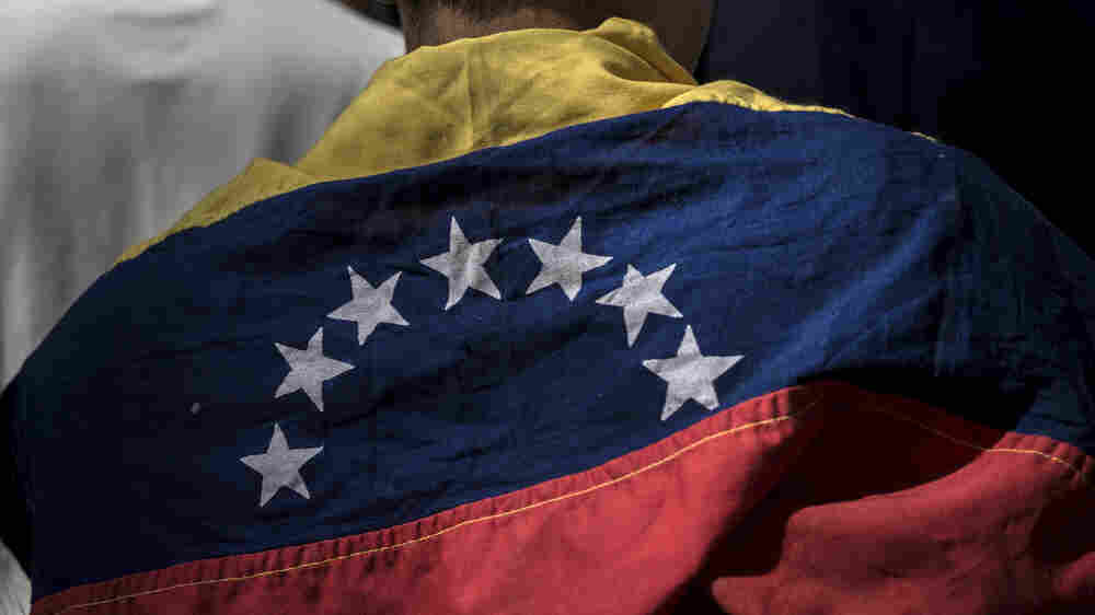 Amid Chaos, Venezuelans Struggle To Find The Truth, Online