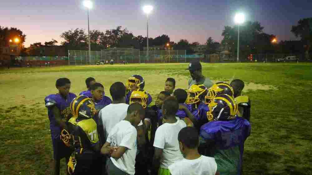 Poor Students More Likely To Play Football, Despite Brain Injury Concerns