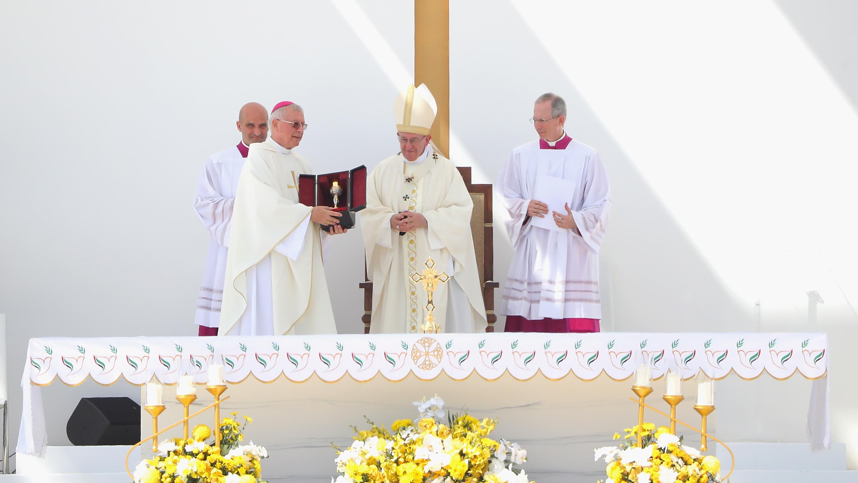 Pope Francis celebrates historic mass in UAE
