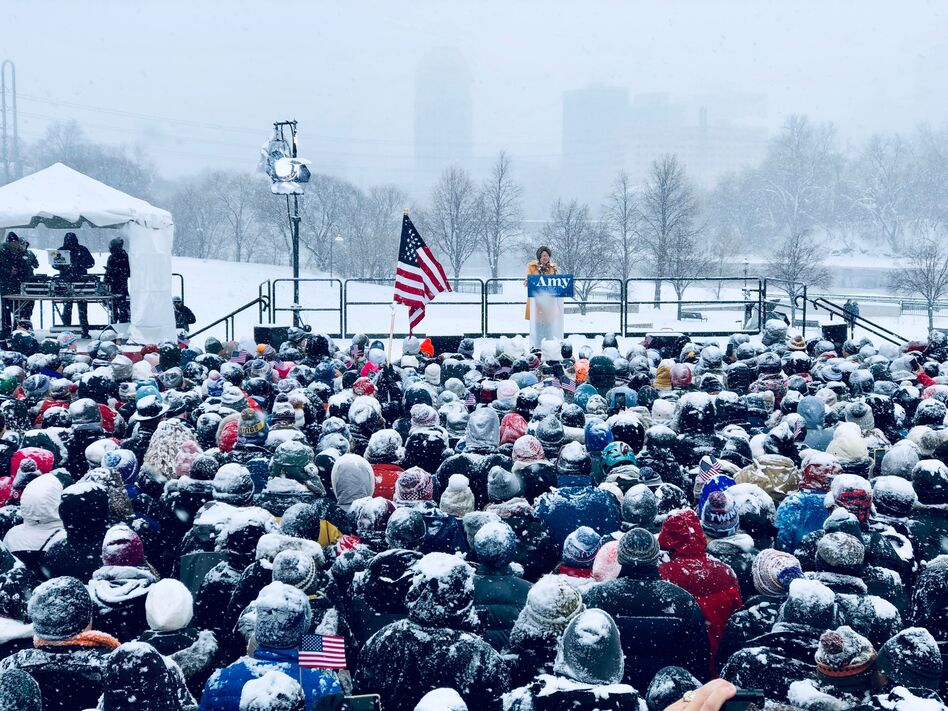 Sen. Amy Klobuchar , D-Minn., announces her candidacy for president during a snow fall on Feb. 10, 2019 in Minneapolis, Minnesota. (Kerem Yucel/AFP/Getty Images)