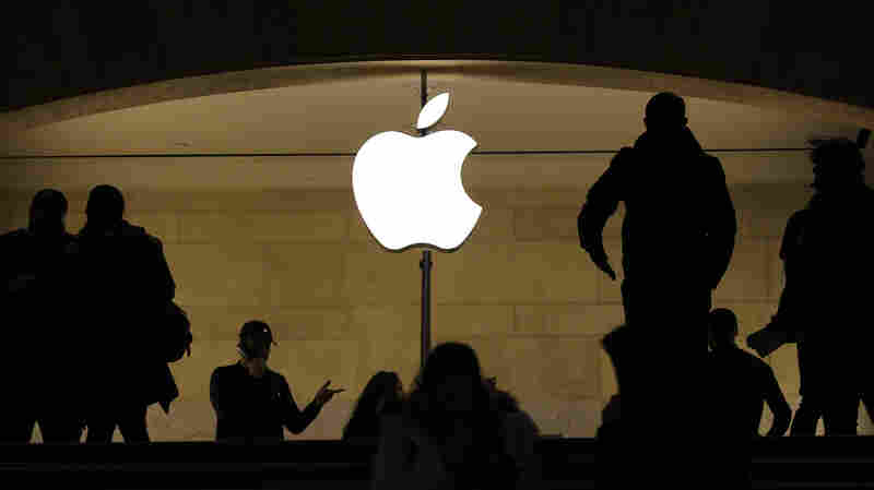 Former Apple Executive Accused Of Insider Trading By SEC