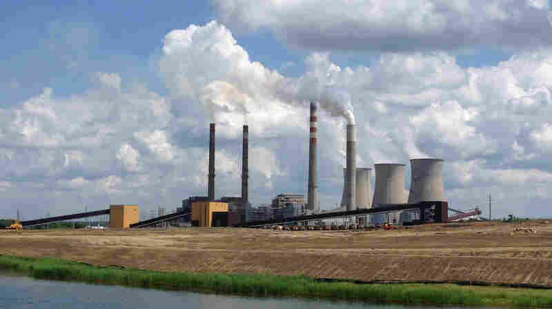 Trump Tweet Fails To Save Kentucky Coal-Fired Power Plant