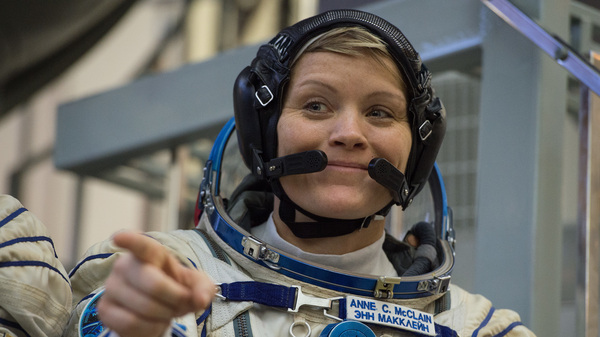 NASA astronaut Anne McClain, attends her final exam at the Gagarin Cosmonauts