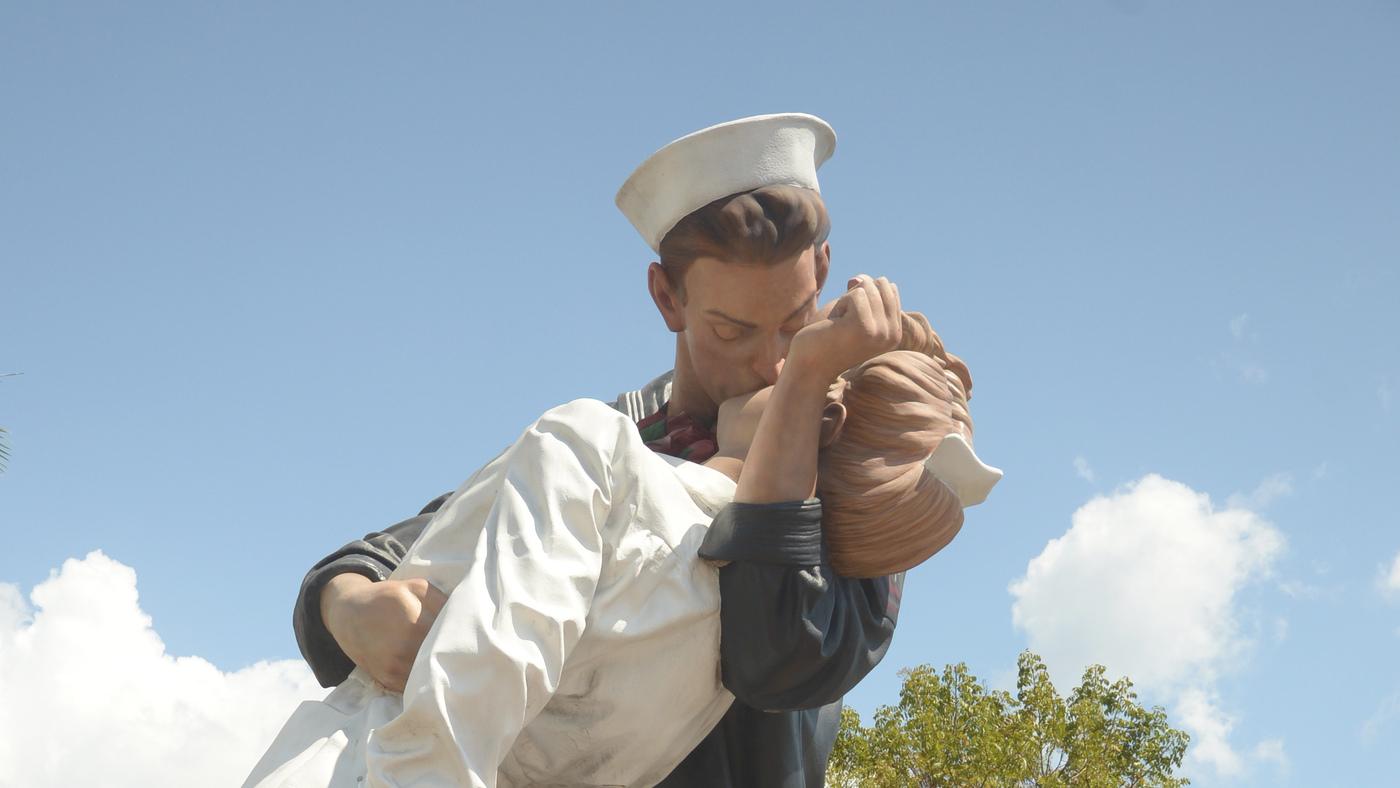 #MeToo Graffiti Scrubbed From Sarasota V-J Day Kissing Statue