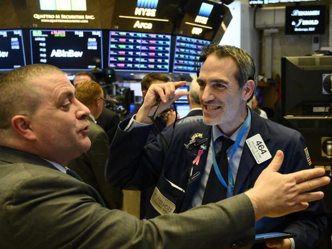 Two traders confer seconds after the closing bell on the floor of the New York Stock Exchange (NYSE) on February 1, 2019 in New York City. - (Photo by Johannes EISELE / AFP) (Photo credit should read JOHANNES EISELE/AFP/Getty Images)