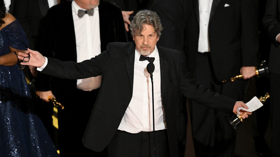 Peter Farrelly accepts the best picture award for<em> Green Book</em> onstage during Sunday's Academy Awards. (Kevin Winter/Getty Images)