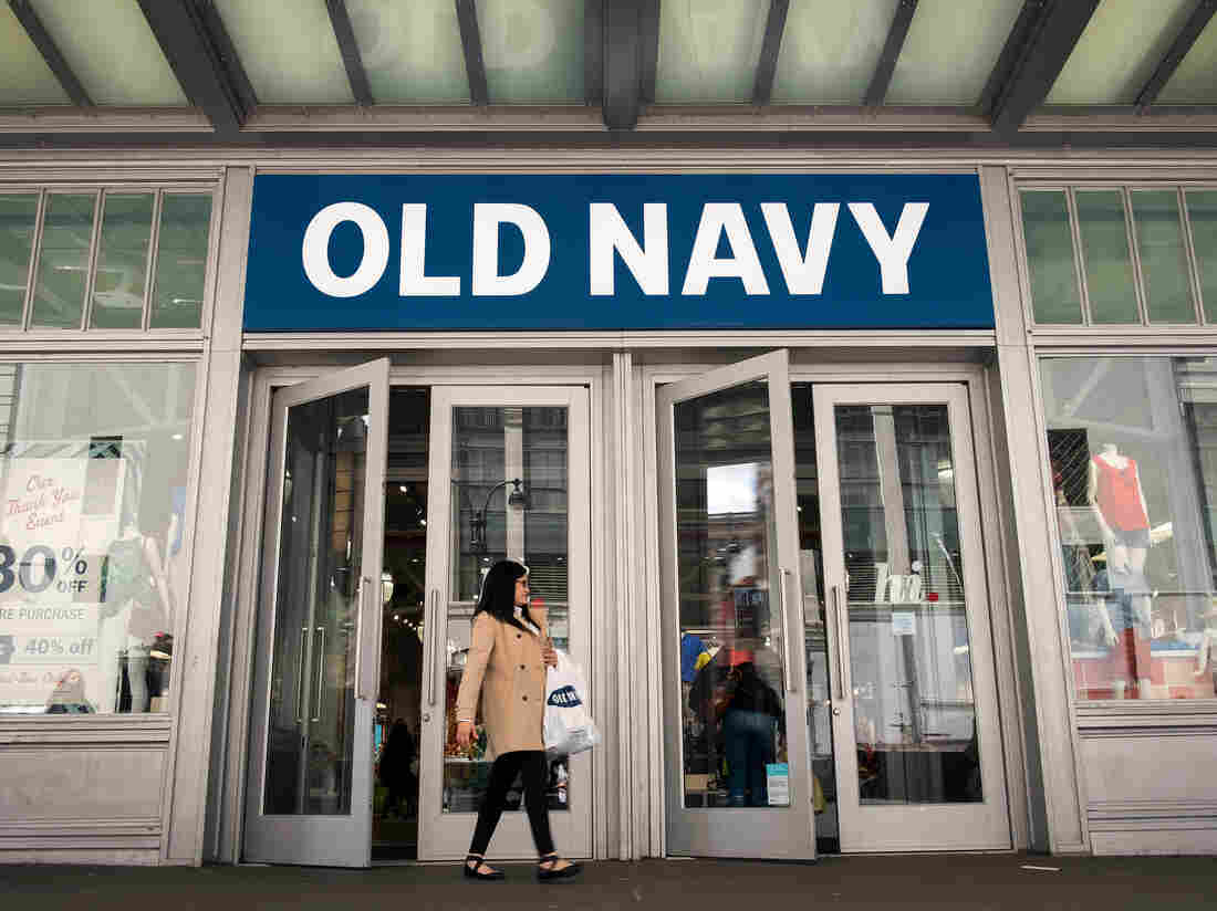 Gap to separate Old Navy, close stores; shares jump
