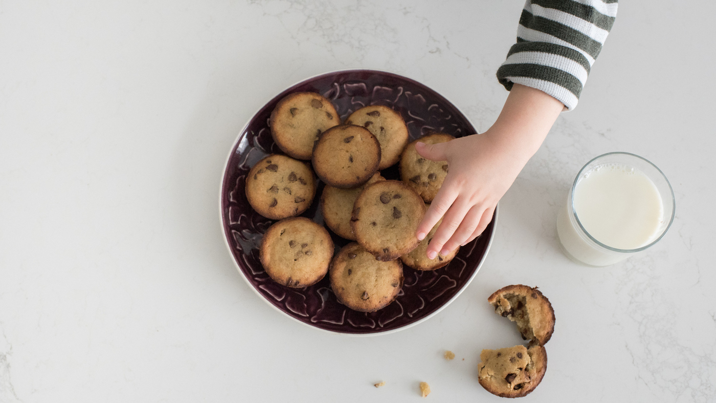 Social Media May Sway Kids To Eat More Cookies — And More Calories - NPR thumbnail