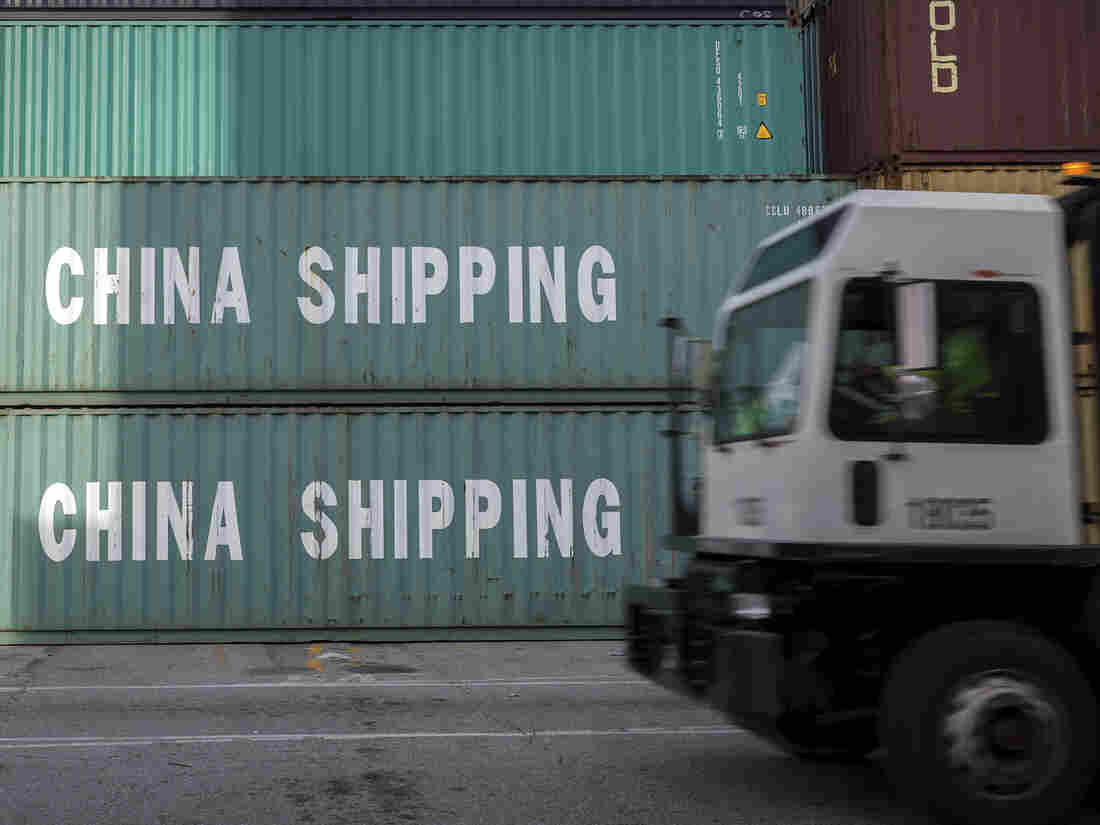 U.S. trade deficit hits 10-year high despite tariff war
