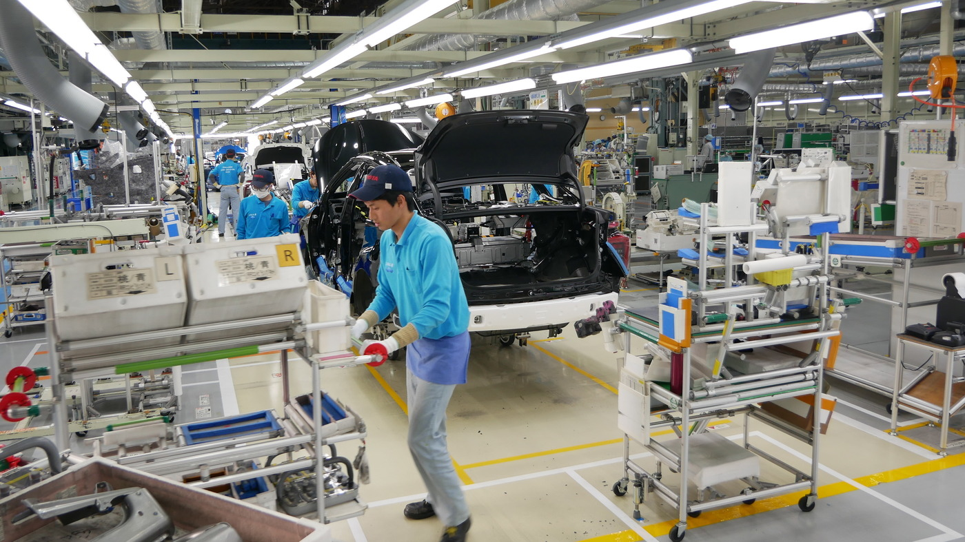Toyota Ramps Up Hydrogen Fuel Cell Vehicles, As Japan Boosts