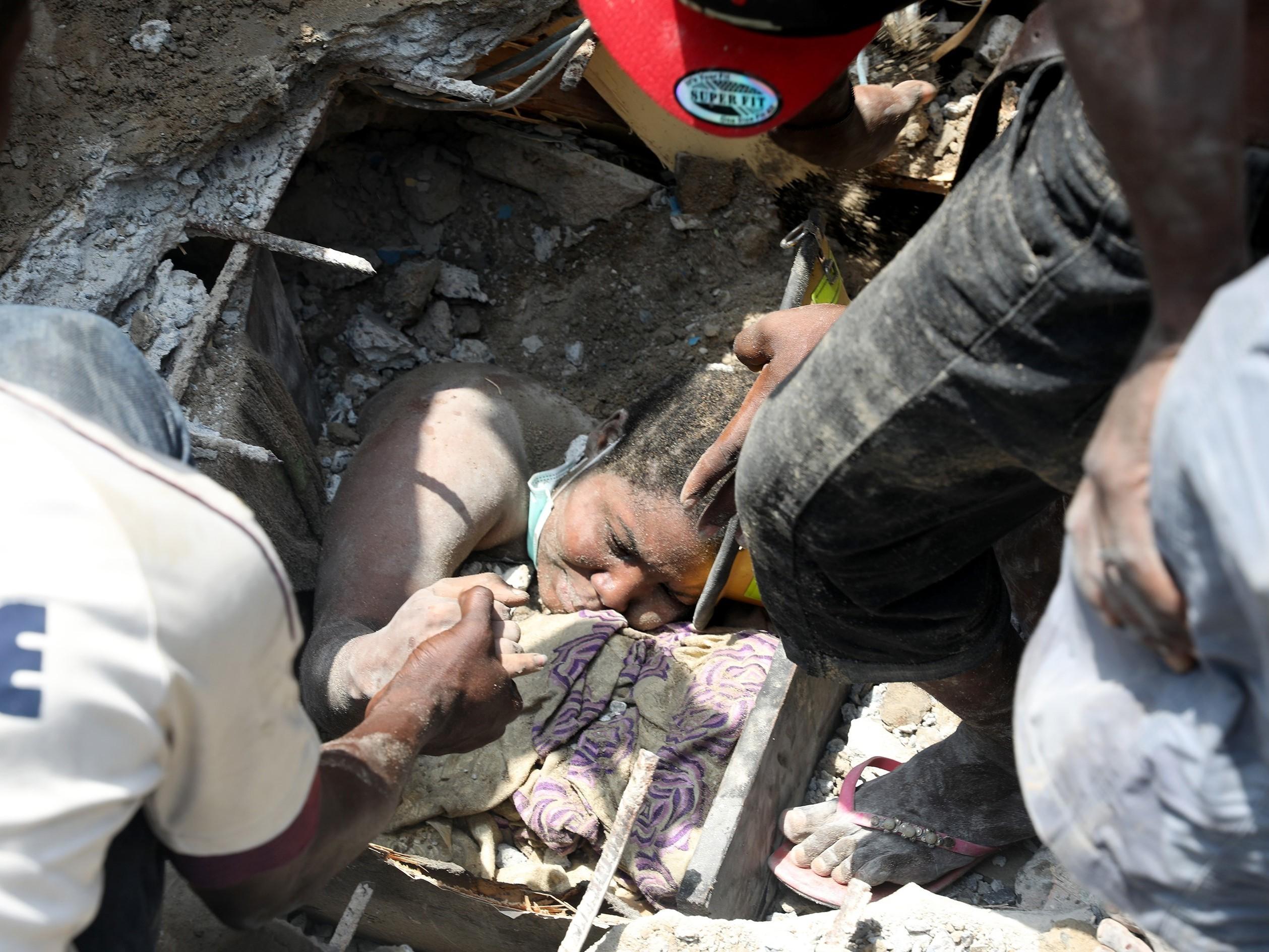Dozens Of Schoolchildren Feared Dead In Nigerian Building