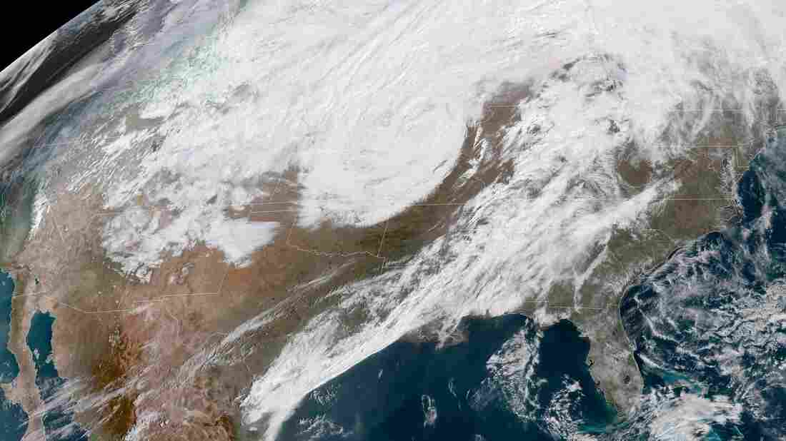 'Bomb cyclone' pushes east across the U.S., flood risks remain