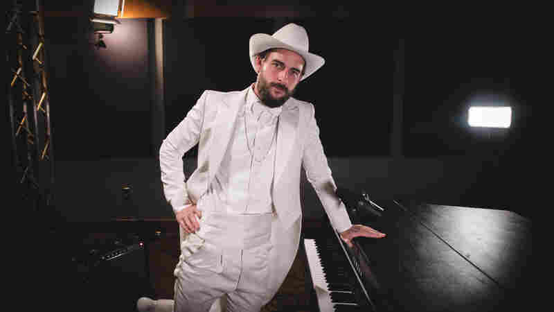 Robert Ellis Twists The Clichés Of The Traditional Saloon Player