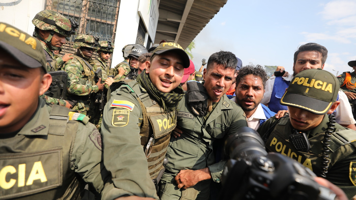 1,000 Venezuelan Armed Forces Have Fled Across Border, Says Colombian Government