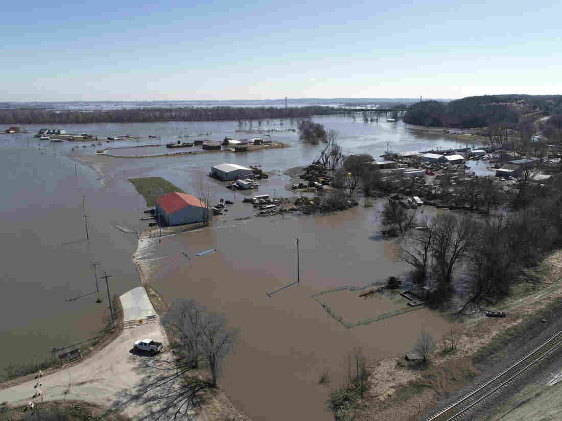 Receding floodwaters in Nebraska, Iowa reveal farmers' devastation