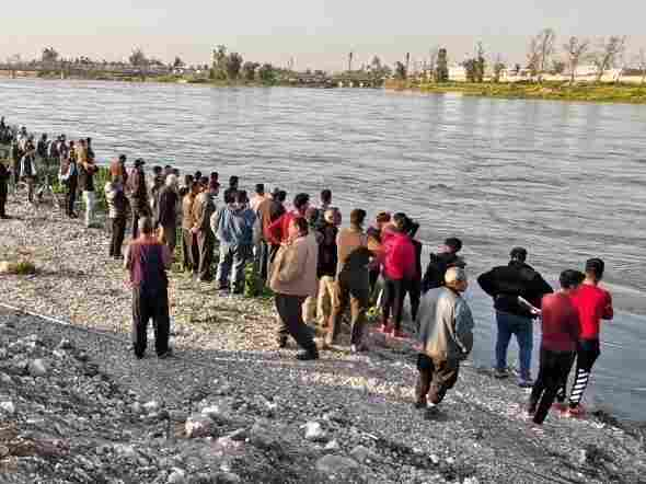 Ferry capsize kills 72 in Iraq's Mosul: medics