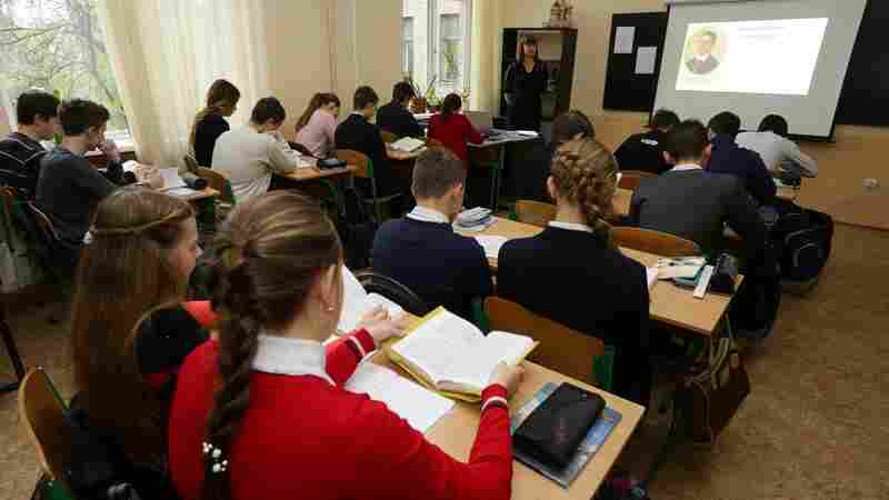 Students In Ukraine Learn How To Spot Fake Stories, Propaganda And Hate Speech